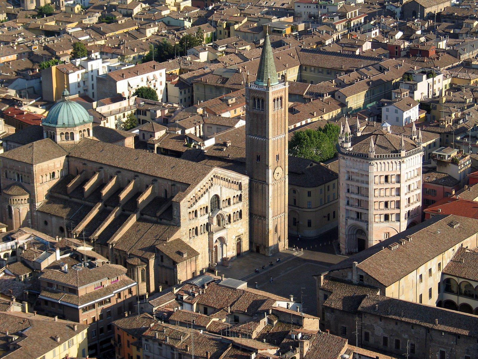 Duomo_e_Battistero_di_Parma.jpg